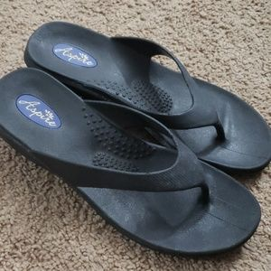 Womens black rubber wedge sandals sz 6